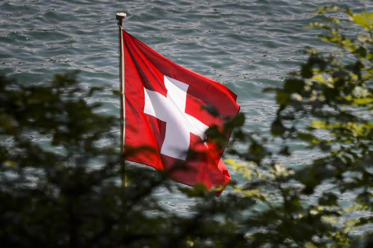 Schweizisk Flagga, Foto: AFP PHOTO / FABRICE COFFRINI / AFP / FABRICE COFFRINI